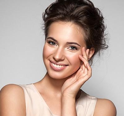 miniatura-kobieta-naturalny-makijaz